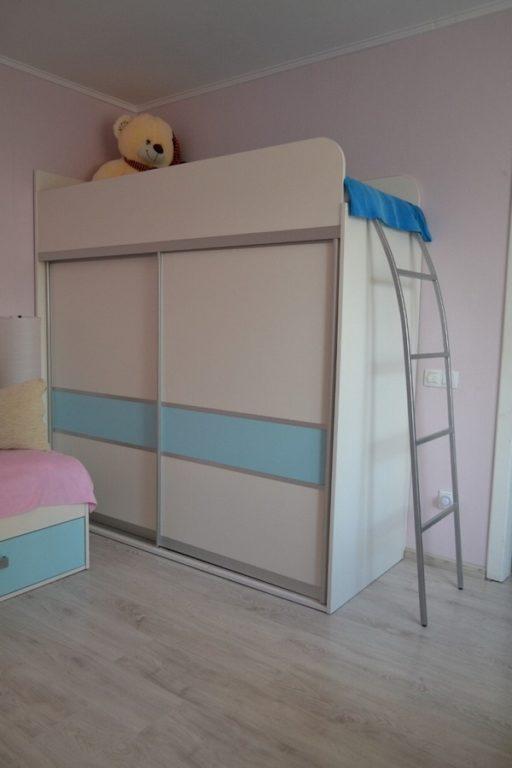 Кровать на шкафу в детской