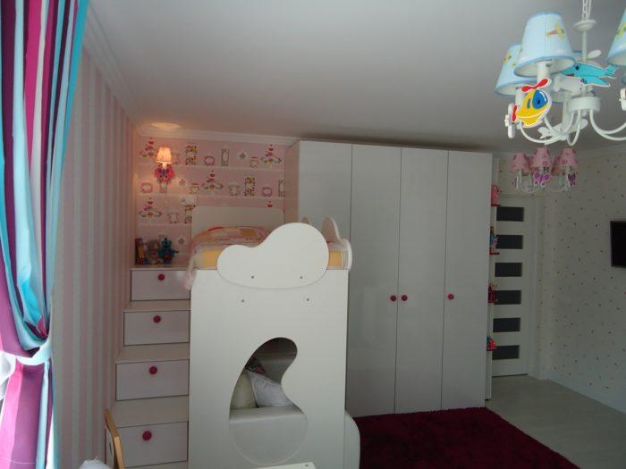 Кровать с лестницей для детской для двоих людей