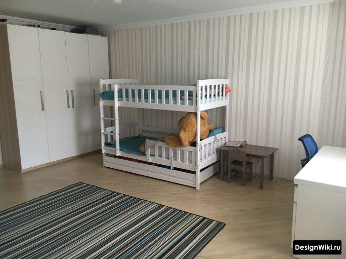 Маленькая детская двухэтажная кровать