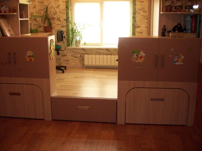 Мебельный подиум в детской