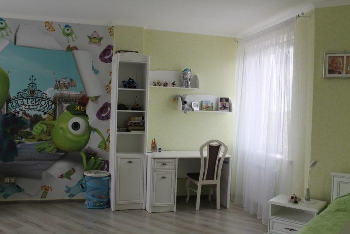 Мультик корпорация монстров в детской комнате