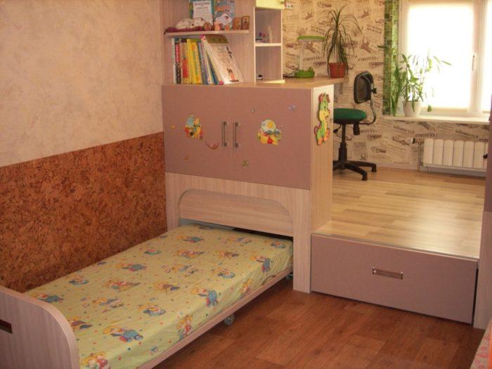 Подиум с кроватями в детской