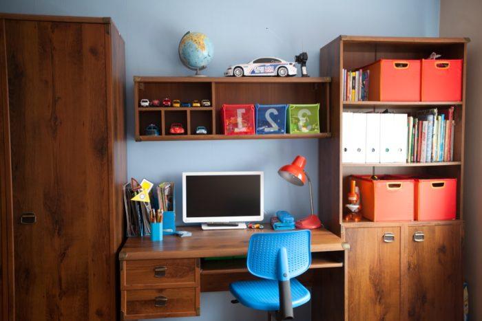 Подростковый стол в детской
