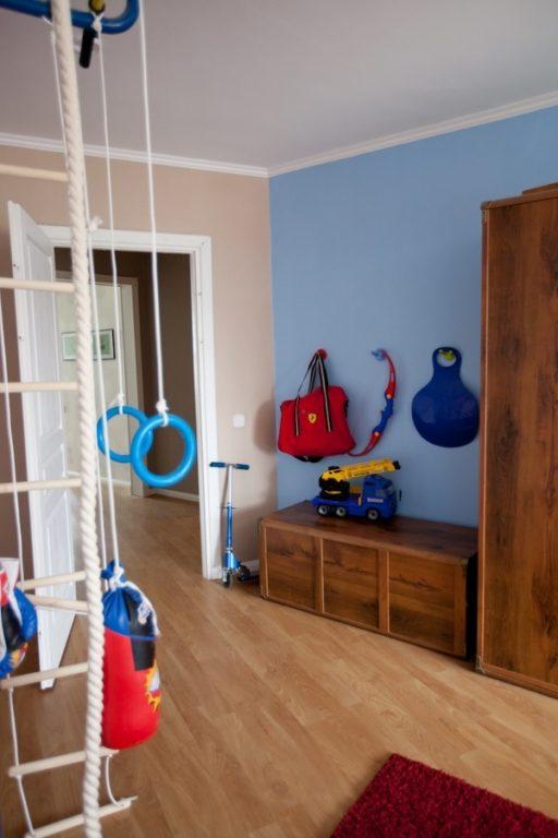 Простой дизайн комнаты для двух мальчиков