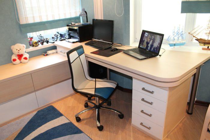 Рабочий стол для двух подростков