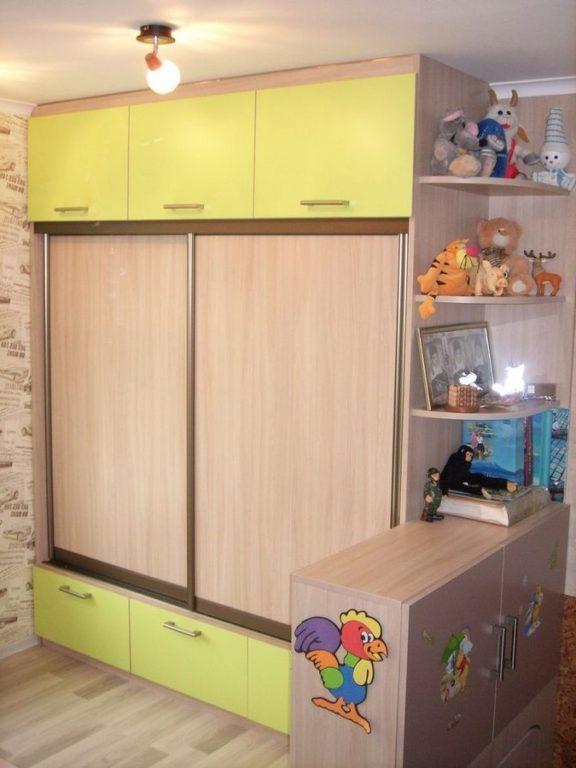Шкаф-купе с антресолью в детской