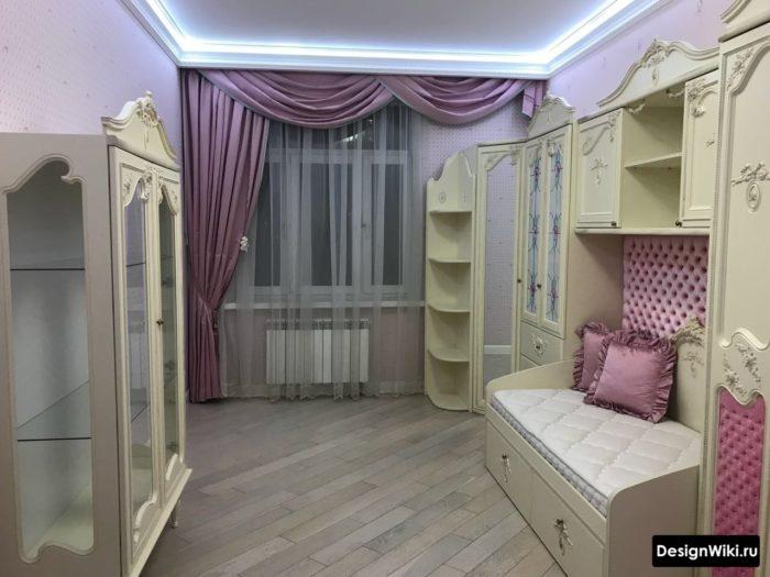 Бежевый и розовый цвет детской для двух девочек