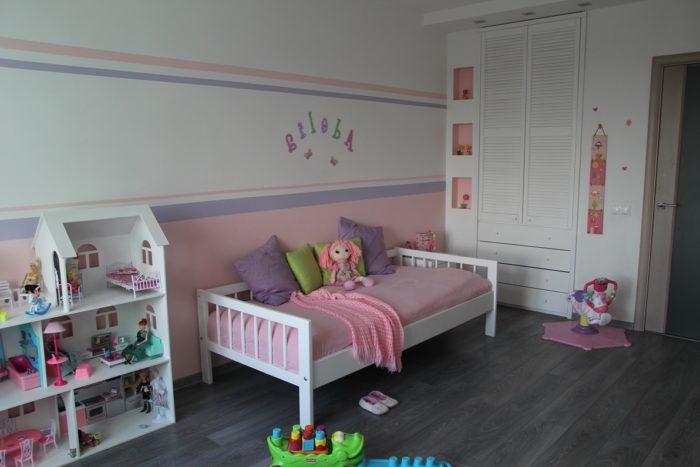 Белый и розовый в детской для двух девочек