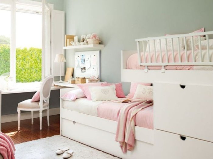 Кровать ступеньками для девочек