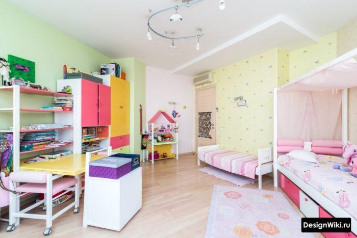 Планировка, зонирование и мебель для двух девочек