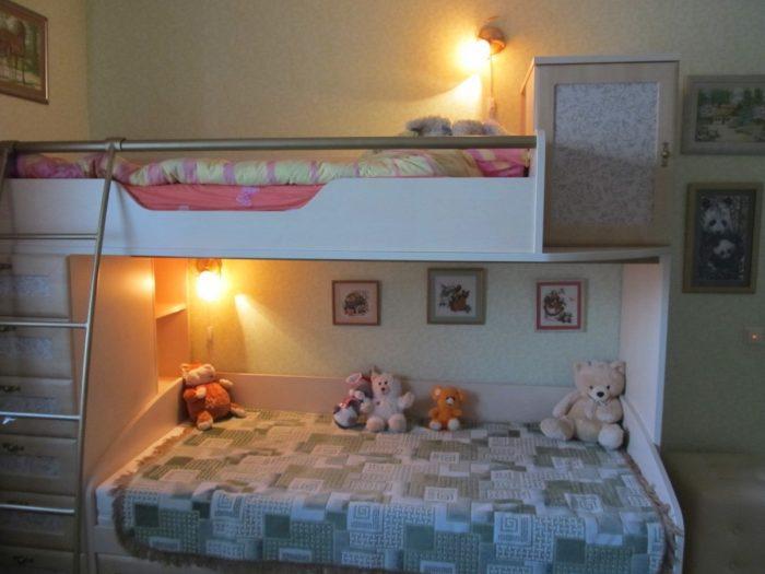 Раздельное освещение в детской для двух девочек