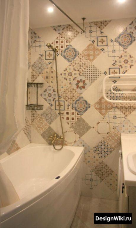 Акцентная стена в маленькой ванной