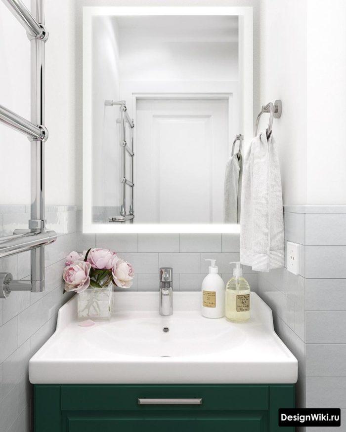 Белая плитка кирпичик до середины стены в ванной