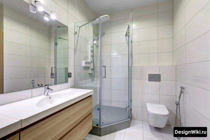 Ванная среднего размера с душевой кабиной