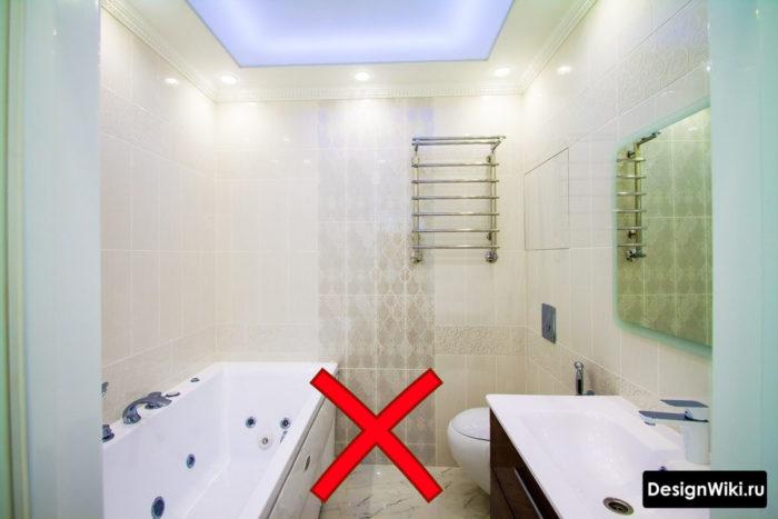 Вертикальная укладка плитки в маленькой ванной