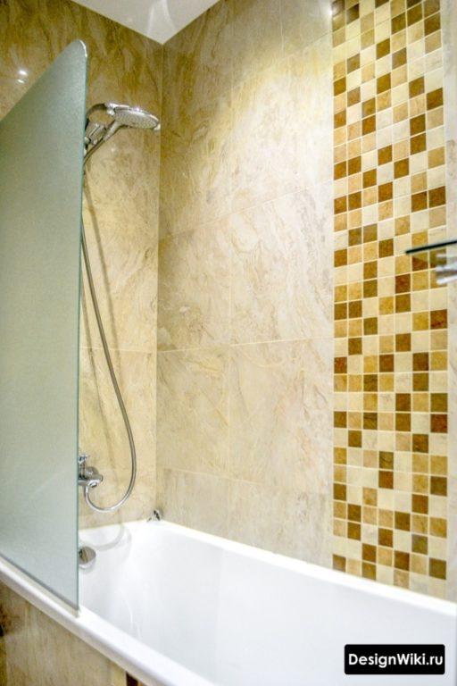 Дизайн маленькой ванной комнаты с песочной плиткой