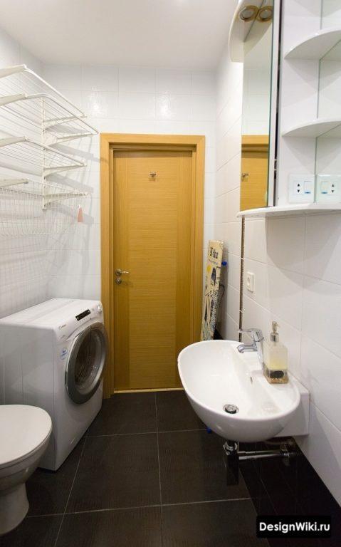 Интерьер ванной с туалетом эконом класса