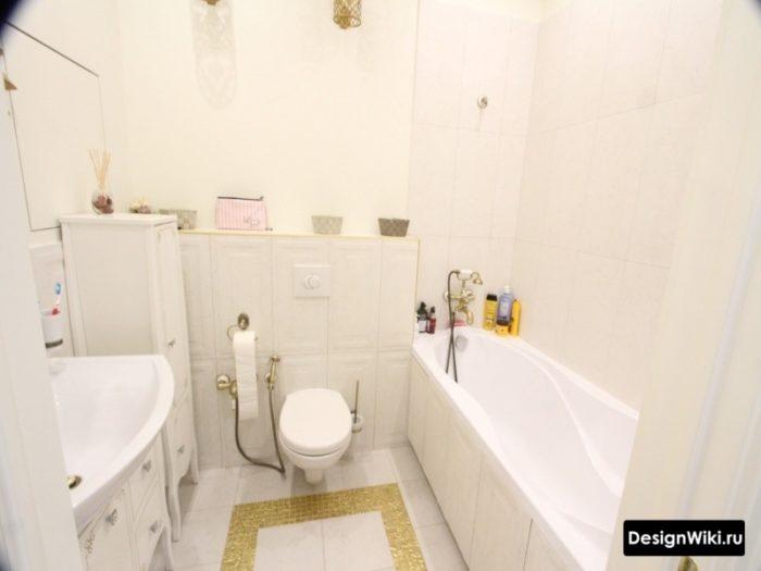 Маленькая совмещённая ванная в классическом стиле