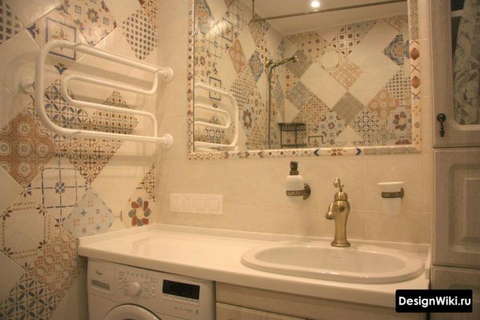 Модный дизайн маленькой ванной комнаты в квартире