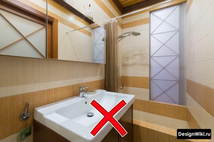 Не модная плитка в небольшой ванной