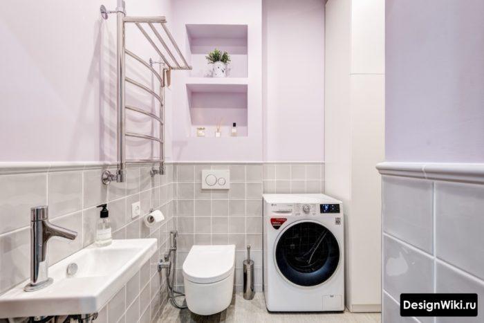 Облицовка плиткой до середины стены в совмещенной ванной