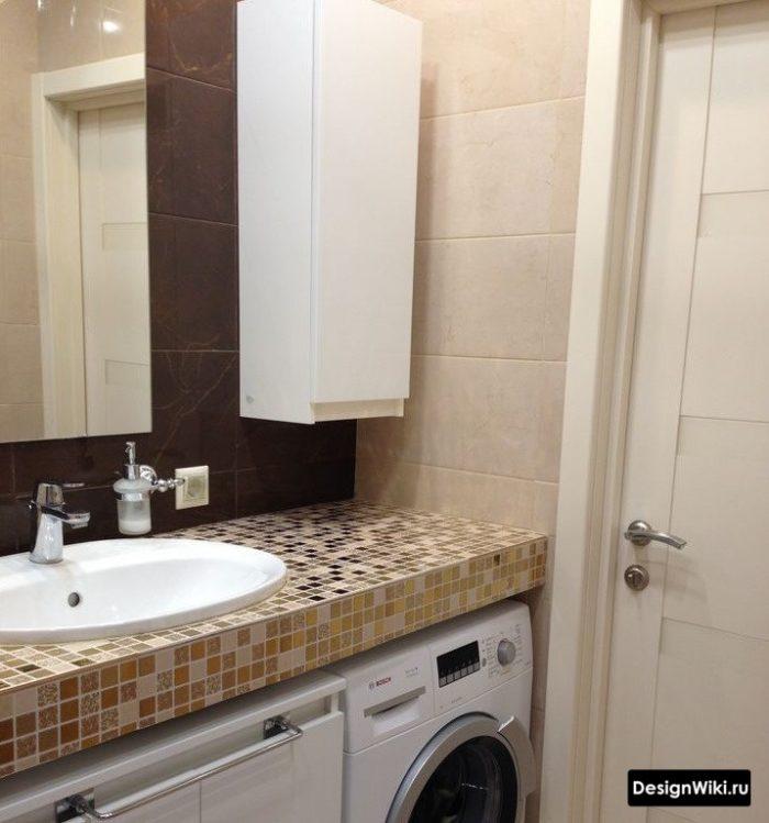 Планировка ванной комнаты со столешницей и раковиной чашей