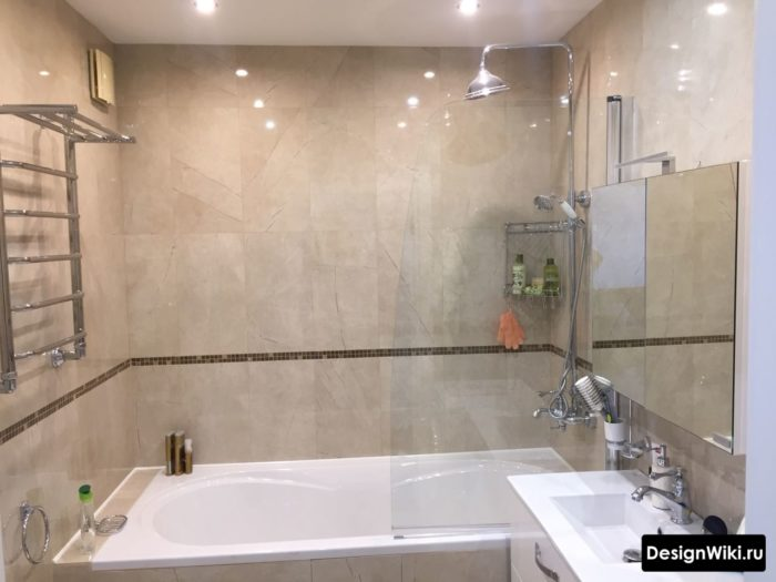 Реальный дизайн маленькой ванной комнаты без туалета