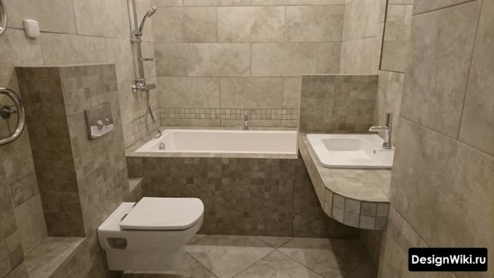 Серая маленькая ванная комната минимализм