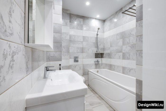 Современный ремонт в маленькой ванной комнате