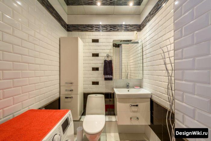Стильный интерьер маленькой ванной со стиральной машиной
