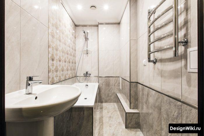 Узкая ванная комната серый глянец