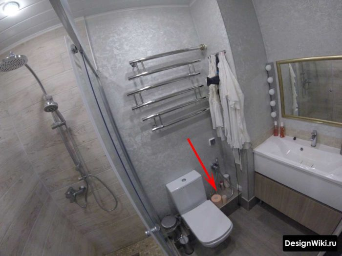 Унитаз в маленькой ванной комнате дизайн