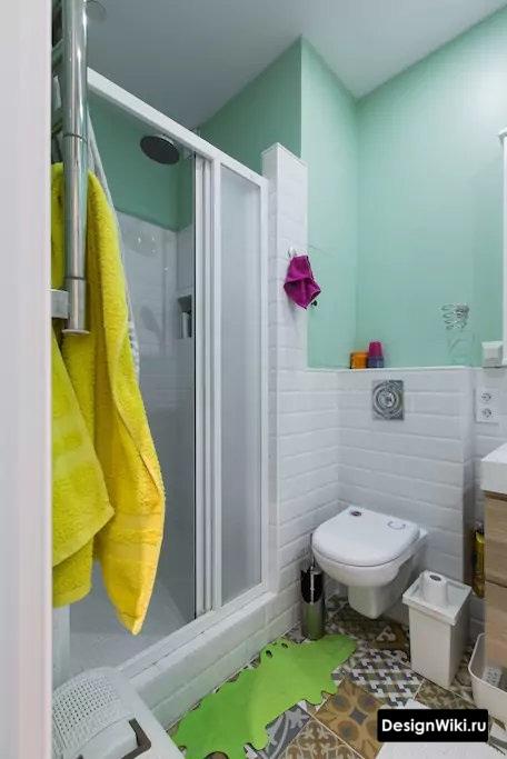 Бело-бирюзовая ванная в скандинавском стиле