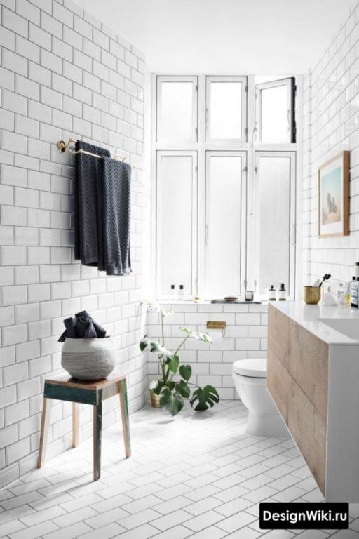 Белые кирпичики в ванной в скандинавском стиле