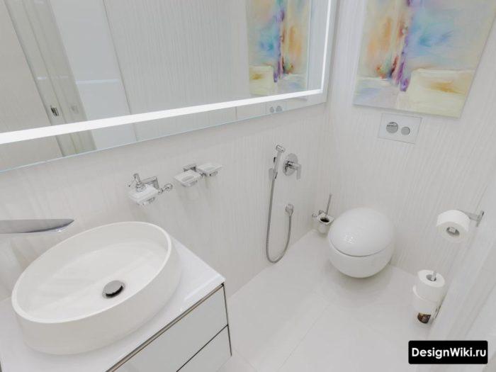 Белый туалет в стиле минимализм