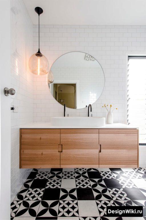 Ванная в скандинавском стиле с черно-белой плиткой с узором