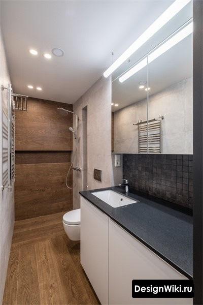#ваннаякомната с душем и плиткой под дерево в скандинавском стиле