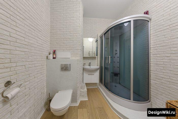 Декоративный камень в ванной комнате