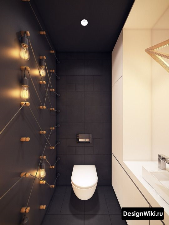 Декор стены туалета лампами накаливания