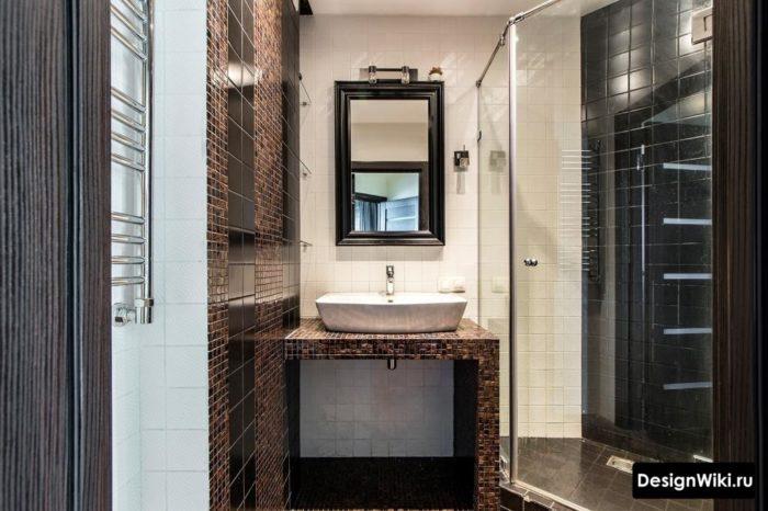 Дизайн ванной с раковиной на столешнице и душем