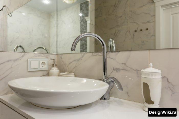Дизайн ванной с раковиной на тумбе