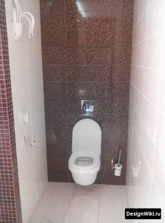 Ершик на стене в туалете