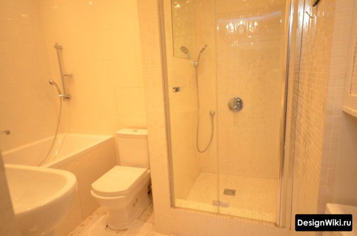 Интерьер с туалетом и душем в стиле минимализм