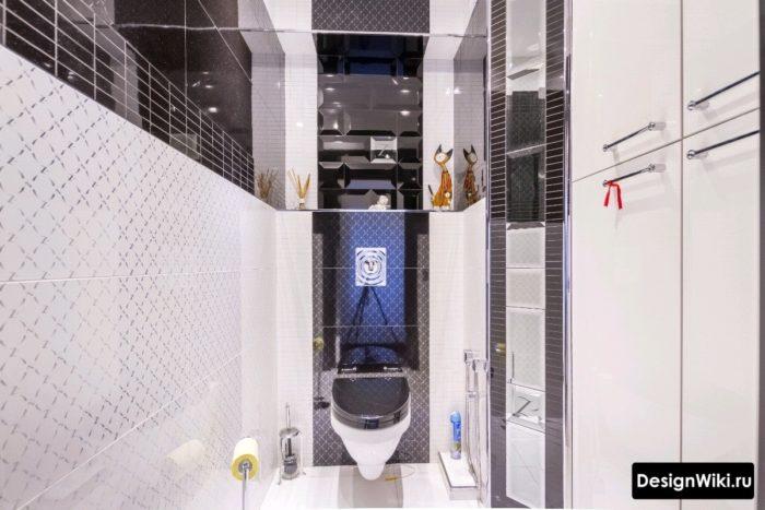 Интерьер туалета с черно-белой плиткой