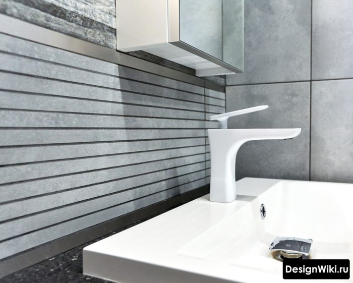 Красивый современный дизайн смесителя для ванной комнаты