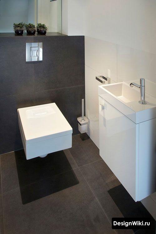 Маленькая прямоугольная раковина в туалете без ванны