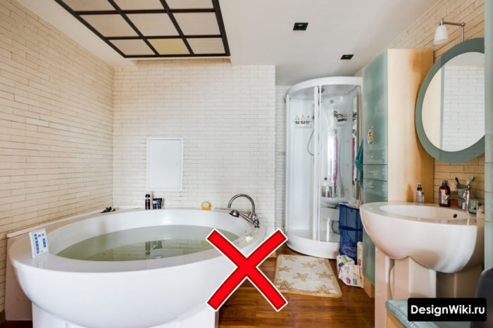 Морально устаревший интерьер ванной комнаты