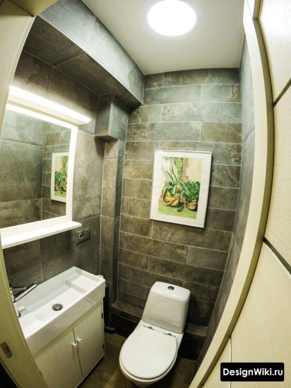 Облицовка туалета плиткой под дерево