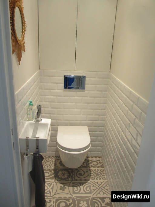 Плитка белый кабанчик до середины стены в туалете