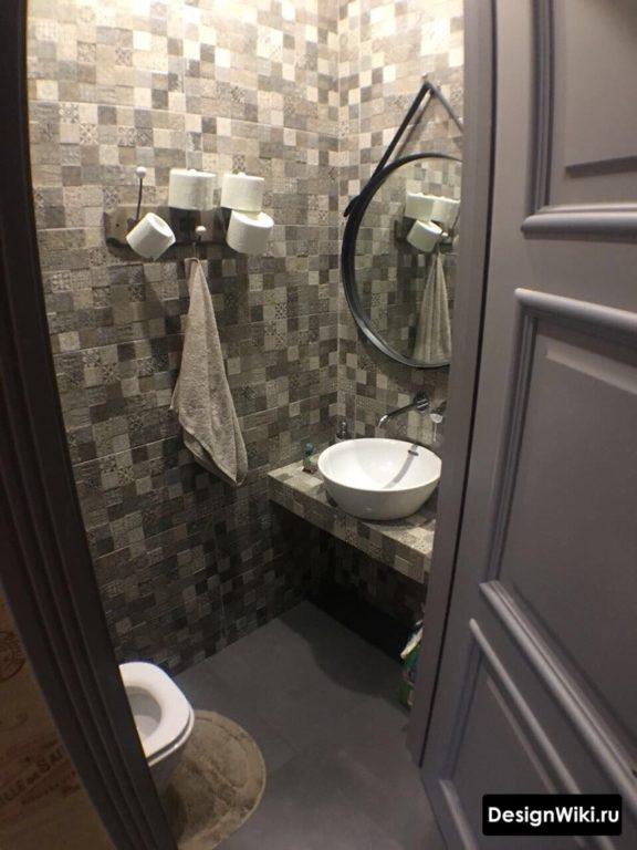 Плитка псевдомозаика в туалете